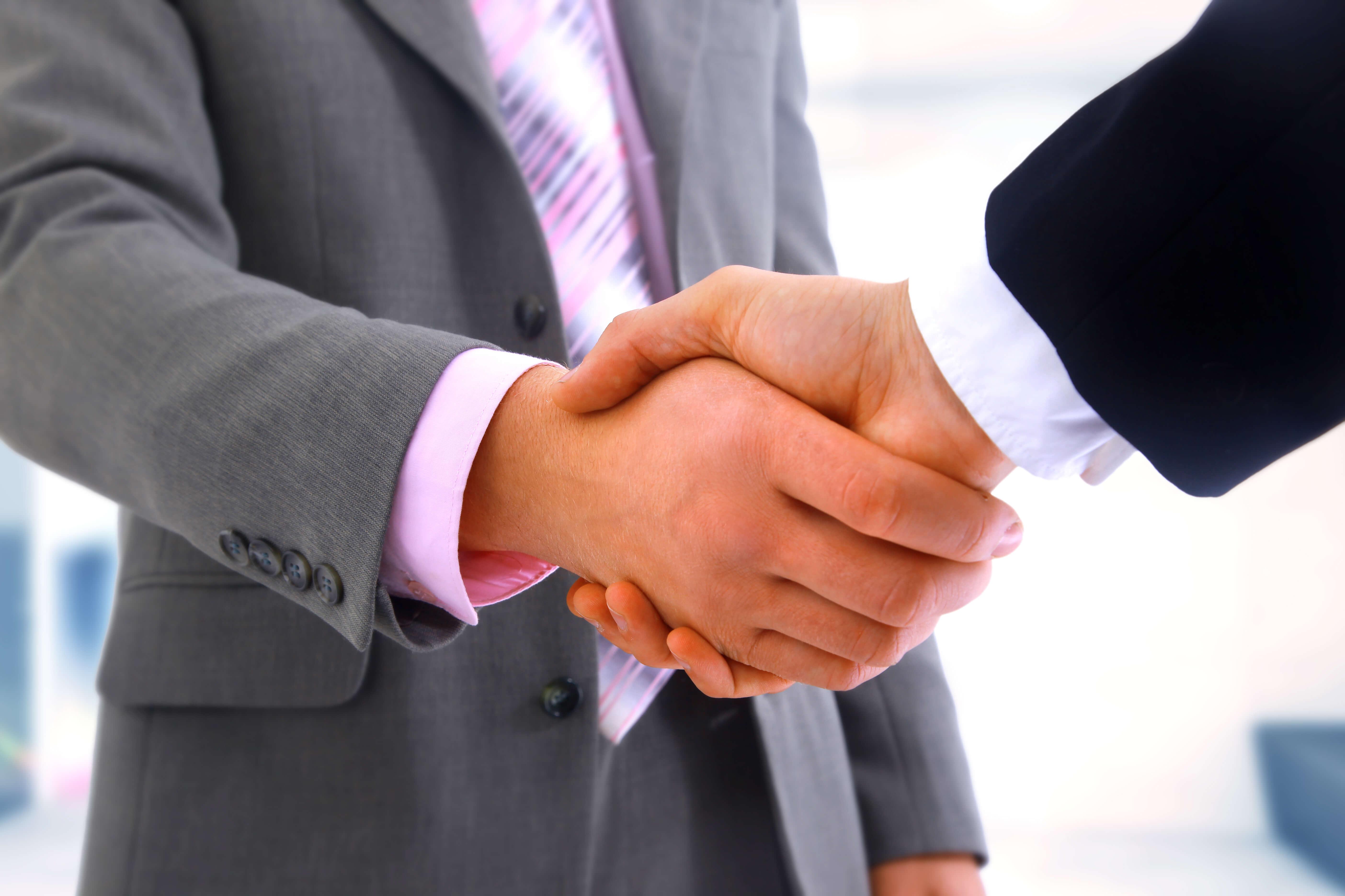 หลักการ shake hand ในการสัมภาษณ์งานกับคนต่างชาติ